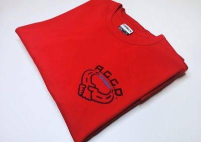 Haftowane logo na koszulce T-shirt